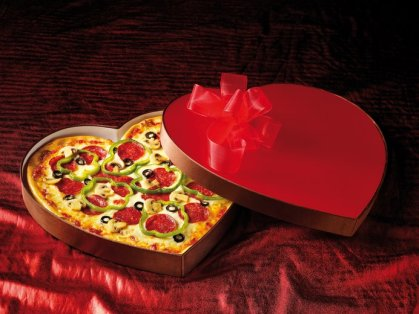 558393-valentinesa-day-heart-shaped-pizzas