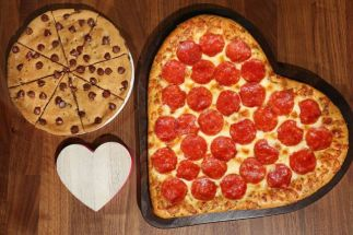 pizza-hut-heart-shaped-pizza